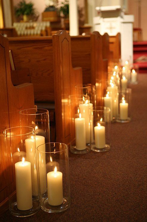 <strong>Cluster of candles</strong> Sprinkle the middle of the table with dainty tea candles for effortless charm, or use clusters of pillars to draw the eye.